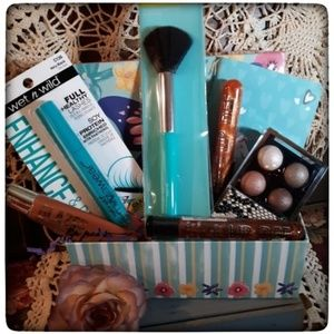 🆕️🦋Butterfly keepsake Box With Cosmetics 🦋